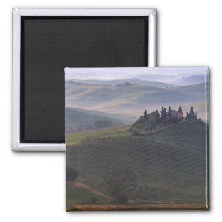 Haus im Nebelmagneten Toskana morgens Quadratischer Magnet