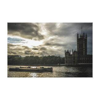 Häuser des Parlaments über von der Themse Leinwanddruck