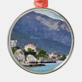 Hausfelsen und -berg in griechischem Meer Silbernes Ornament