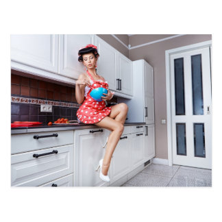Hausfrau in der Küche Postkarte