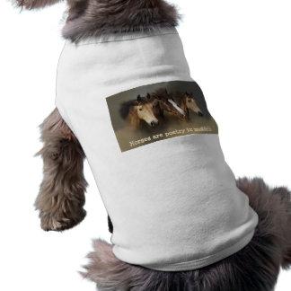 Haustier-Kleidung der wilde Pferddrei Ärmelfreies Hunde-Shirt
