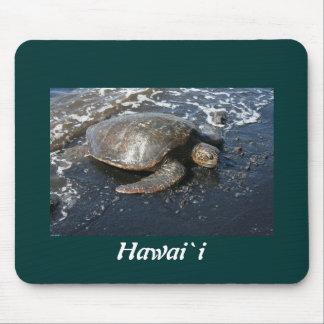 Hawaii-Meeresschildkröte-Schwarz-Sand-Strand Mousepads