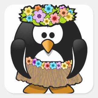 Hawaiischer Penguin mit Blumen und Grasrock Quadratischer Aufkleber