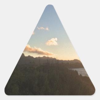 Hawaiischer Sonnenaufgang Dreieckiger Aufkleber