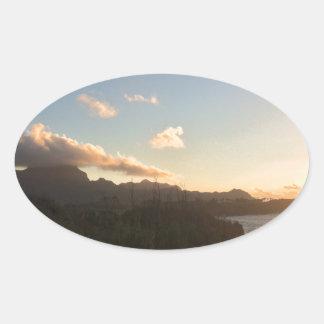 Hawaiischer Sonnenaufgang Ovaler Aufkleber