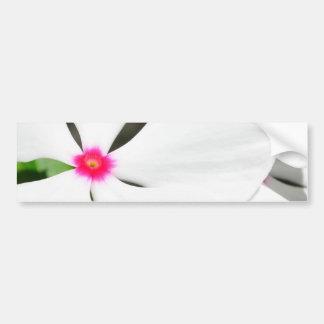 Hawaiisches Blumen-Weiß mit Rot Autoaufkleber