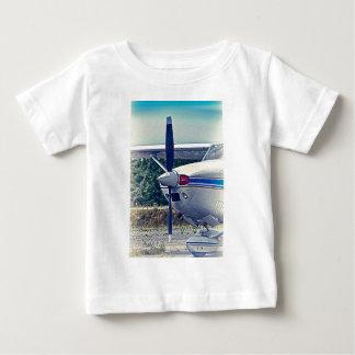 HDR Flugzeug-Propeller-Nahaufnahme Baby T-shirt