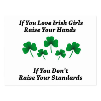 Heben Sie Ihre Hände für irische Mädchen an Postkarte