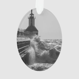 Heftige Wellen an St JosephGrayscale Ornament