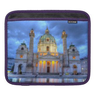 Heiligen Charless Kirche in Wien, Österreich iPad Sleeve