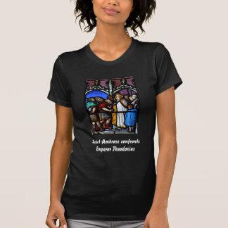 Heiliges Ambrose konfrontiert Kaiser Theodosius T-Shirt