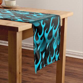 Heiße blaue Flammen Kurzer Tischläufer