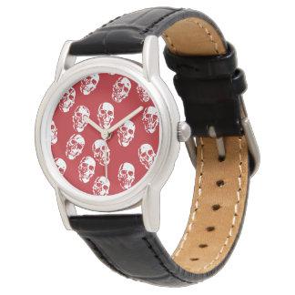 Heiße Schädel, rotes Weiß Uhr