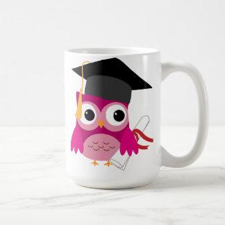 Heißes Rosa-Eule mit der Diplom-Abschluss-Tasse Tasse