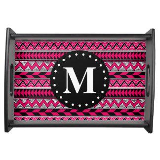 Heißes Rosa-Stammes- Zickzack Muster-Monogramm Tablett