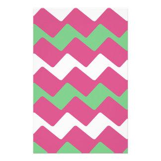 Heißes Rosa und grünes gewelltes Zickzack Briefpapier
