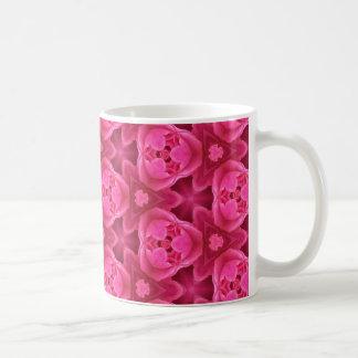 Heißes Rosa und rotes abstraktes Rosen-mit Kaffeetasse