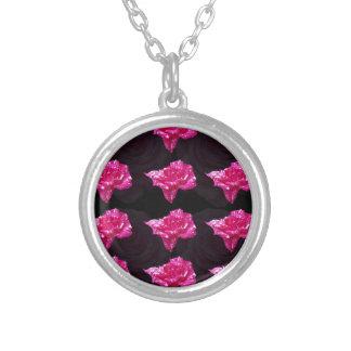 Heißes Rosa-und Schwarz-Schicht-Rosen-Muster, Versilberte Kette