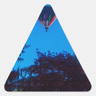 Heißluft-Ballon 3 Dreieckiger Aufkleber