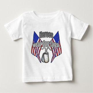 Heldabnutzungs-Erkennungsmarken 2 Baby T-shirt