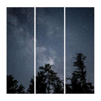 Hellblauer nächtlicher Himmel außerhalb des Triptychon