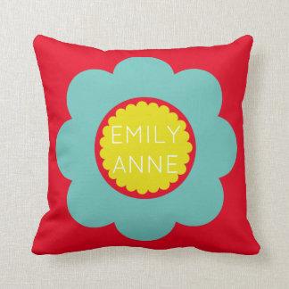 Helle aquamarine und gelbe Blume auf hellem Rot Kissen
