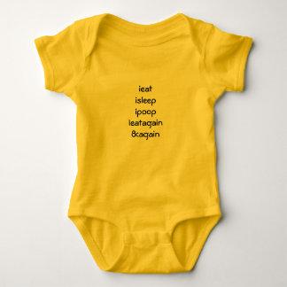 Helle Ausstattung für nagelneues Baby Baby Strampler