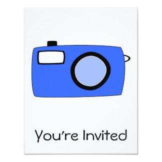 Helle blaue Kamera. Auf Weiß 10,8 X 14 Cm Einladungskarte