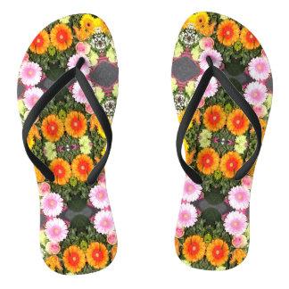 Helle Blumen drehen Reinfälle um Flip Flops