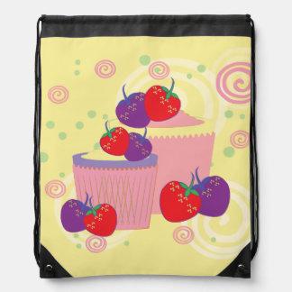 Helle Erdbeer-und Kuchen-Kunst Sportbeutel