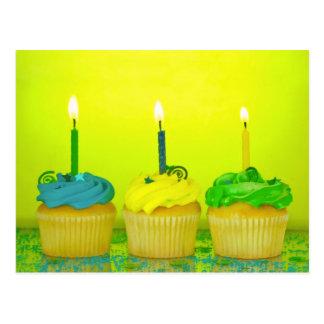 Helle Geburtstags-kleine Kuchen Postkarte