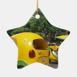 Helle gelbe Spaß-Cocotaxis von Kuba Keramik Stern-Ornament