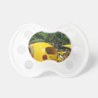 Helle gelbe Spaß-Cocotaxis von Kuba Schnuller