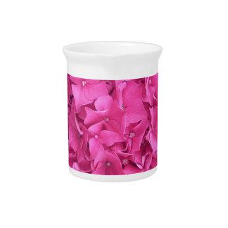 Helle magentarote Hydrangea-Blume Krug