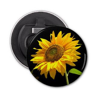 Helle Sonnenblume auf schwarzem Hintergrund Runder Flaschenöffner