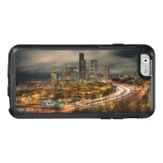 Helle Streifen von den Autos nachts OtterBox iPhone 6/6s Hülle