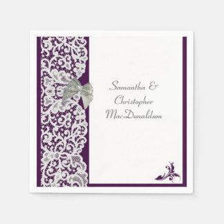 Helle traditionelle Hochzeit der lila und weißen Papierservietten