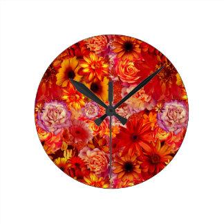 Heller Rojo mit Blumenblumenstrauß-reiche glühende Runde Wanduhr