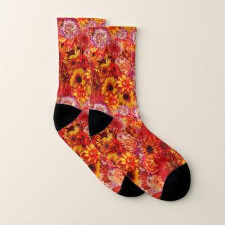 Heller Rojo mit Blumenblumenstrauß-reiche glühende Socken
