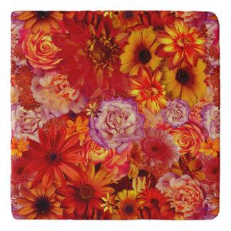 Heller Rojo mit Blumenblumenstrauß-reiche glühende Töpfeuntersetzer