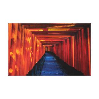 Heller roter shintoistischer Tempel Japans Leinwanddruck