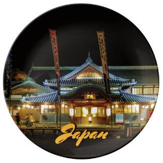 Heller roter shintoistischer Tempel Yamagatas Teller