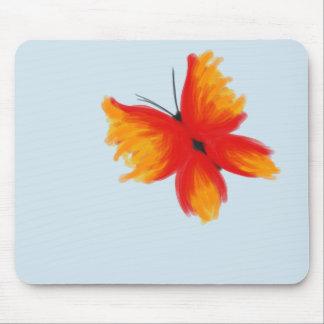Heller roter und orange Schmetterling Mousepad
