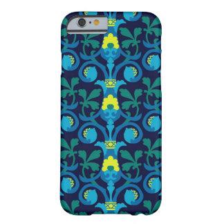 helles Muster auf einem dunkelblauen Hintergrund Barely There iPhone 6 Hülle