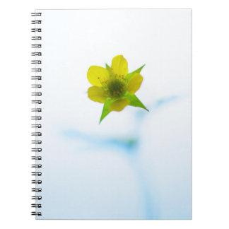 Hellgelbes Blumen-Notizbuch Notizblock