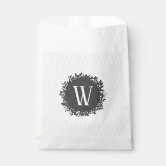 Hellgraues und weißes belaubtes Muster-Monogramm Geschenktütchen