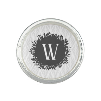 Hellgraues und weißes belaubtes Muster-Monogramm Ring