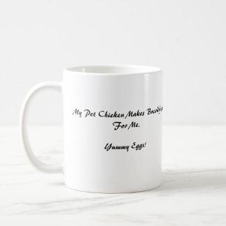 Henne, mein Haustier-Huhn macht Frühstück für mich Kaffeetasse