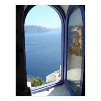 Heraus schauen in Santorini Postkarte