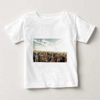 Heraus schauen über den New- York CitySkylinen Hemd